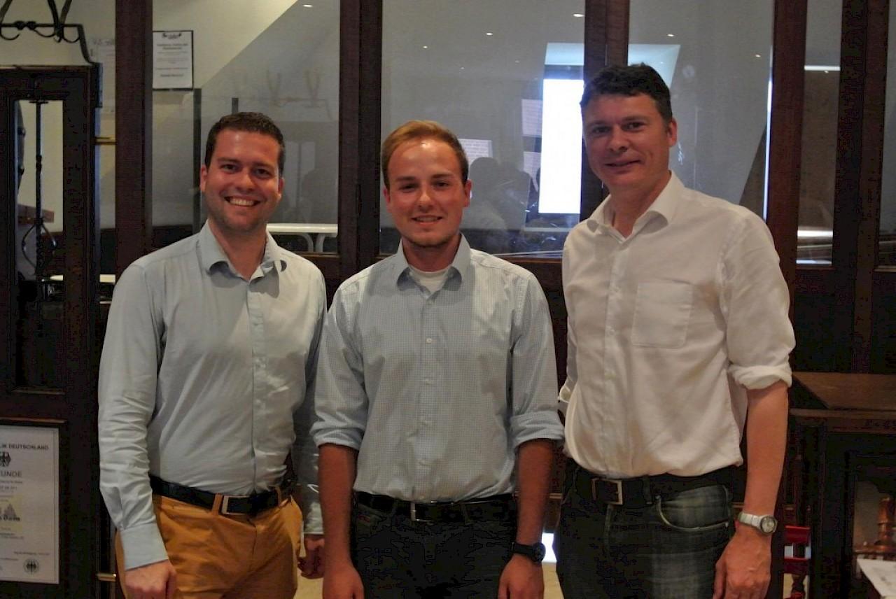Der neue JU-Vorsitzende Simeon Breuer (m.) mit Vorgänger Sebastian Ley und CDU-Chef Dr. Jörg Geerlings