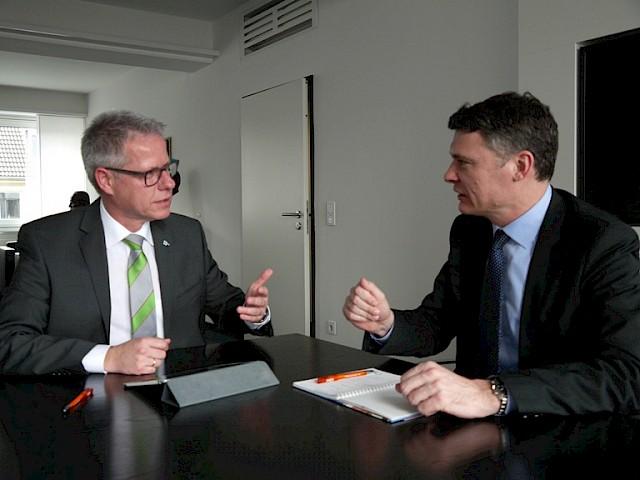 Einsatz für die Arbeitsplätze von morgen. Jörg Geerlings im Gespräch mit der IHK Neuss