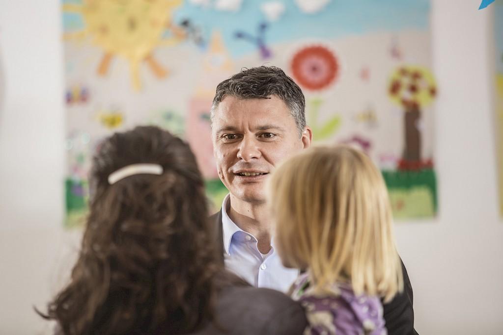 Nordrhein-Westfalen entlastet auch im Mai die Familien