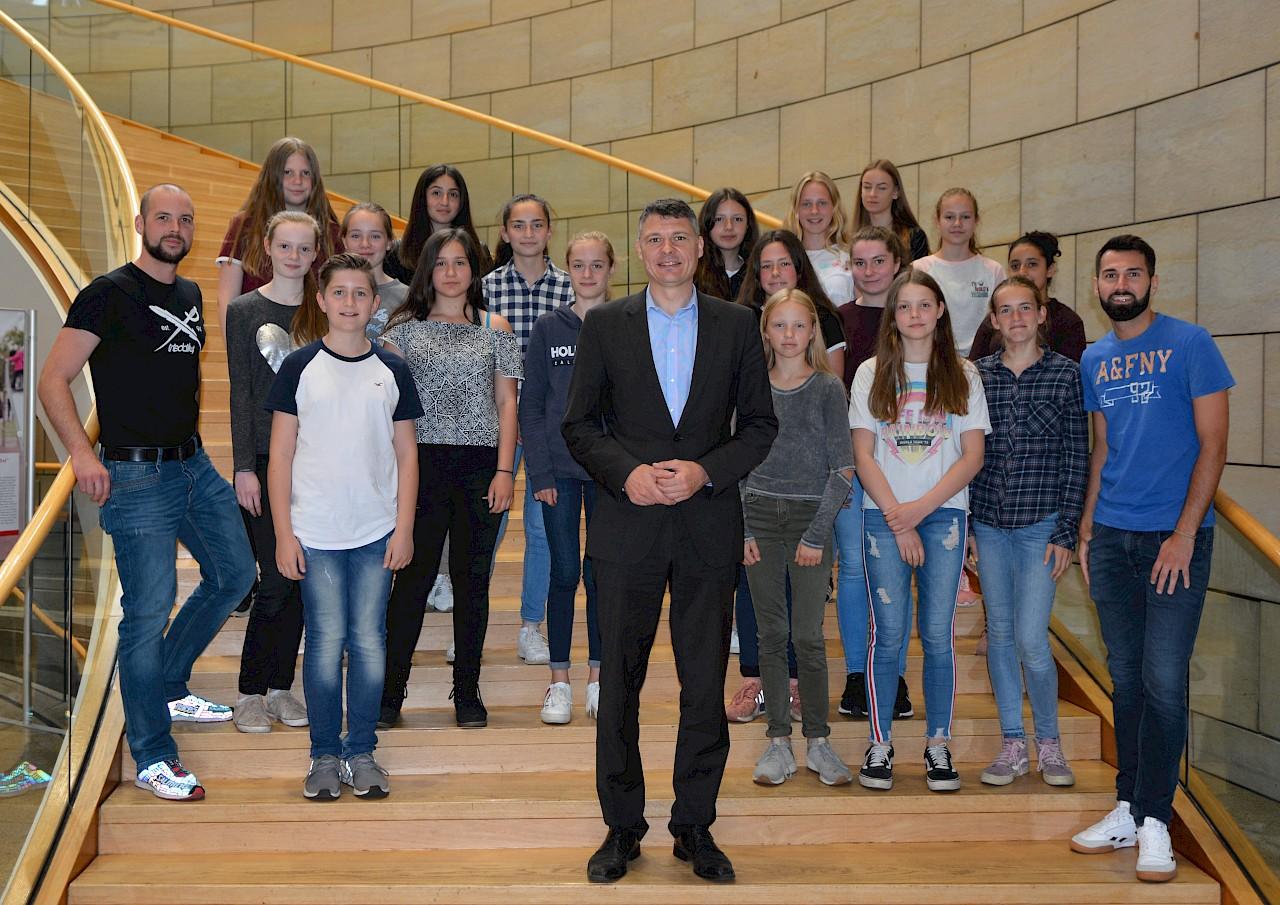 Geerlings begrüßte Schülergruppe der Gesamtschule Norf im Landtag
