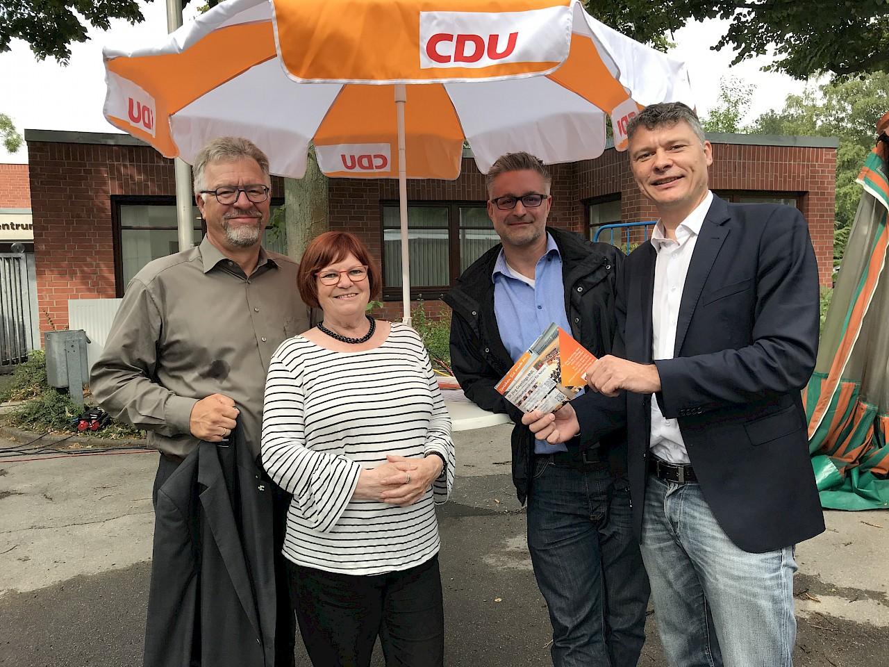 v.l.n.r. Dieter W. Welsink, Gisela Knauf, Stefan Pauly, Dr. Jörg Geerlings MdL