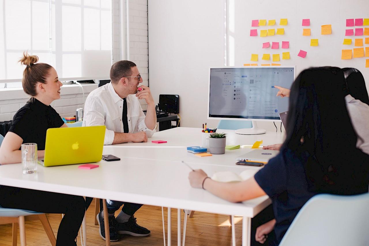 Neuen Gründergeist in Neuss wecken - Moderne Arbeitsplätze für unsere Heimat (Foto: Unsplash / You X Ventures)